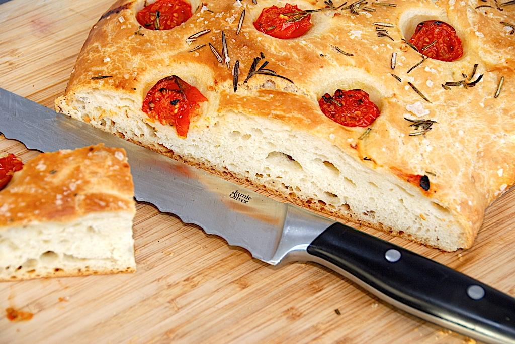 Focaccia med tomat - lækkert italiensk madbrød